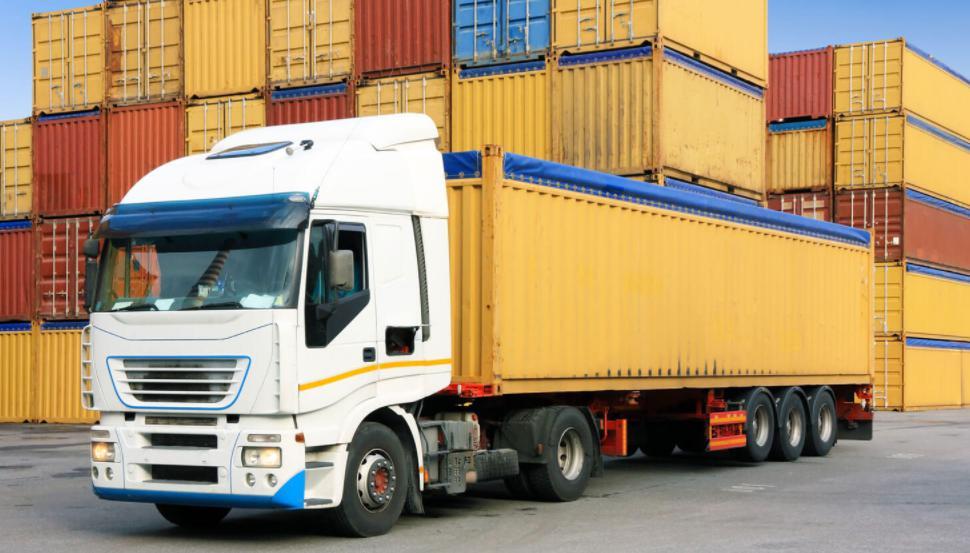 Đầu tư phương tiện vận tải hàng hóa chất lượng