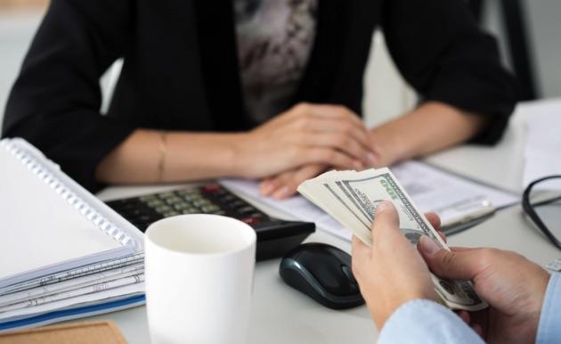 Chế độ thưởng phạt trong quản lý công nhân